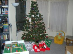 The tree and gifts